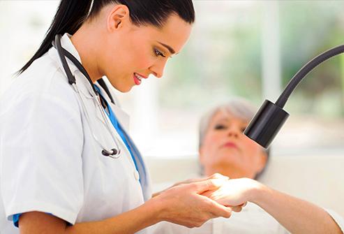 493ss_thinkstock_rf_dermatology_screening