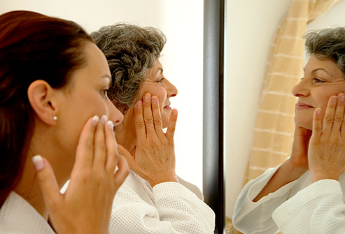 493ss_thinkstock_rf_mother_daughter_looking_in_vanity_mirror